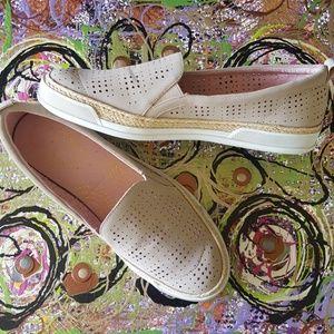 Adrienne Vittadini sneakers